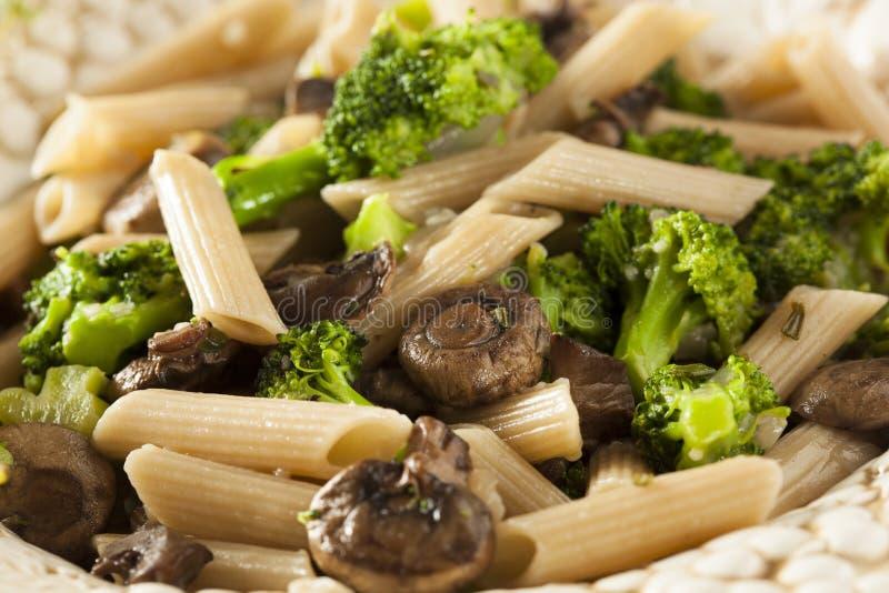 Eigengemaakte Broccoli en Parmezaanse kaasdeegwaren royalty-vrije stock fotografie