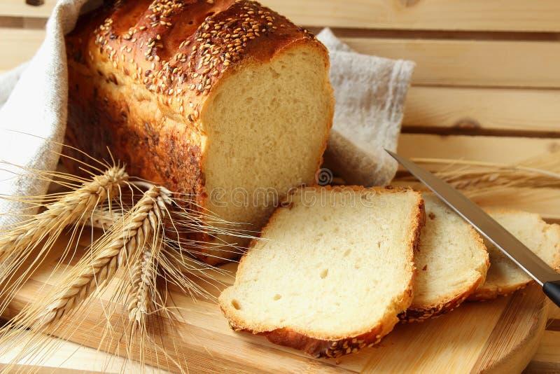 Eigengemaakte brood en stelen stock foto's