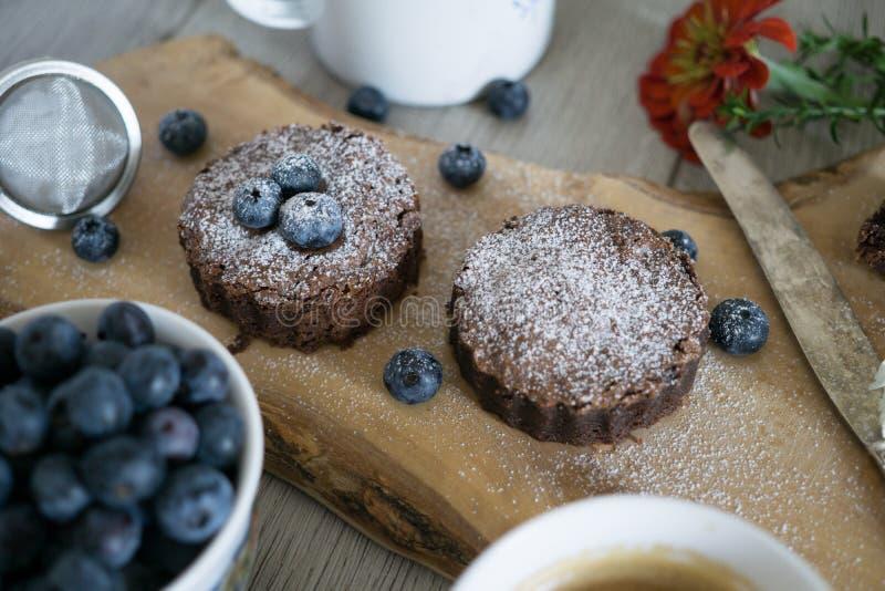 Eigengemaakte brownies met chocolade stock foto's