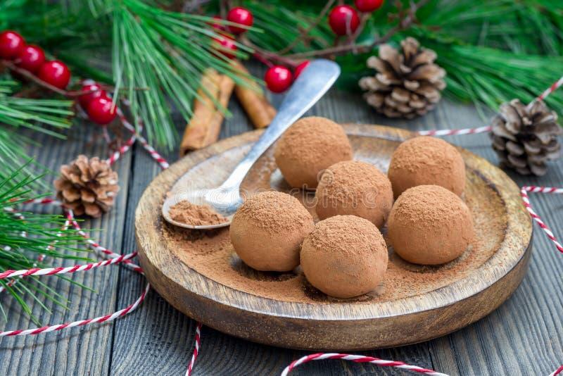 Eigengemaakte chocolade-karamel truffels royalty-vrije stock fotografie