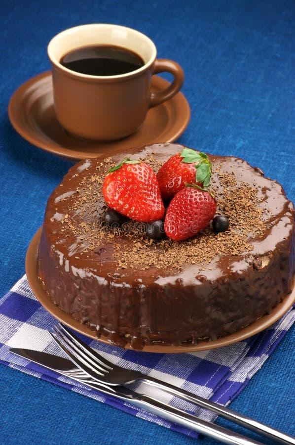 Eigengemaakte chocoladecake en koffie stock afbeelding