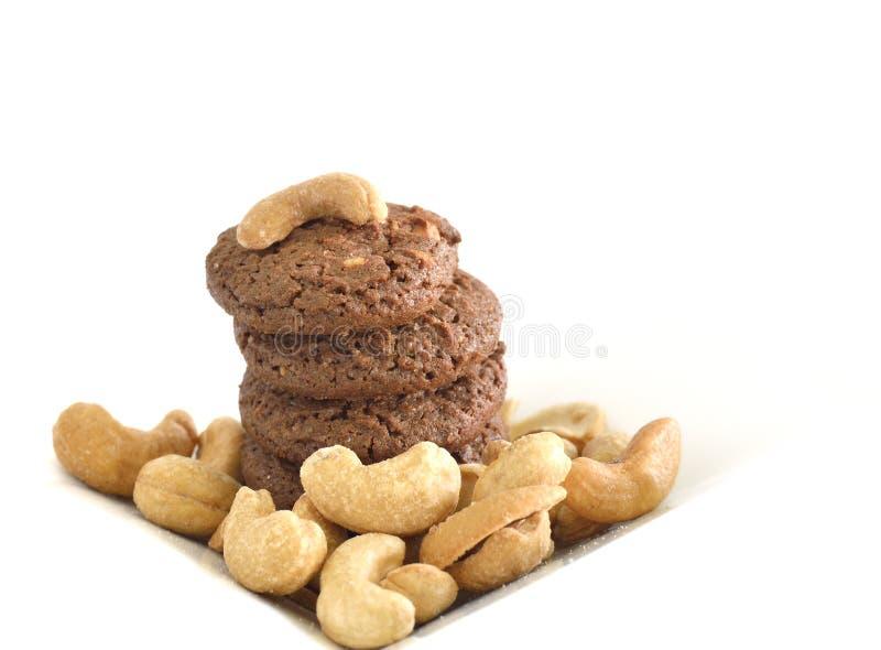 Eigengemaakte chocoladekoekjes en cashewnoot stock foto's