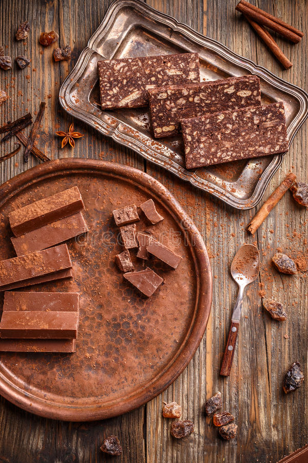 Eigengemaakte chocoladesnoepjes stock foto