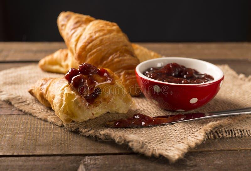 Eigengemaakte croissant stock foto's