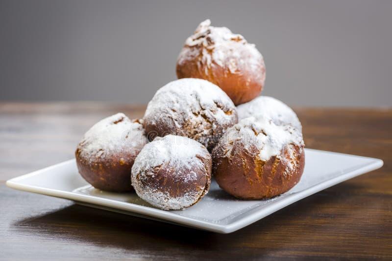 Eigengemaakte donuts - heerlijkst met marmelade royalty-vrije stock foto's