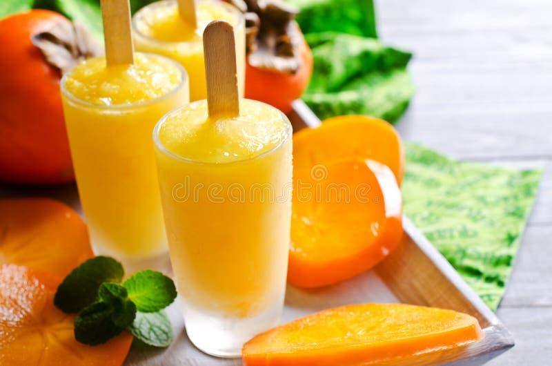Eigengemaakte fruitijslolly stock foto's