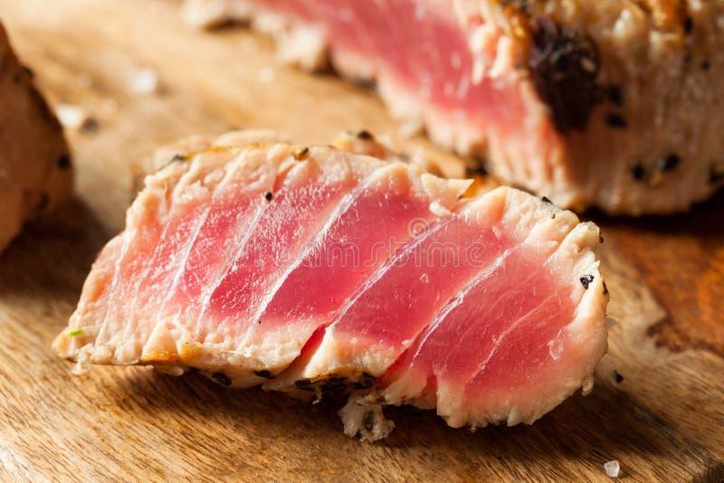 Eigengemaakte Geroosterde Sesam Tuna Steak royalty-vrije stock afbeeldingen