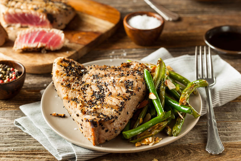 Eigengemaakte Geroosterde Sesam Tuna Steak royalty-vrije stock fotografie