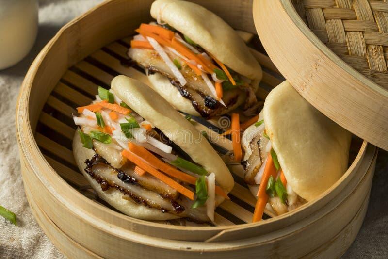 Eigengemaakte Gestoomde Varkensvleesbuik Bao Buns stock fotografie