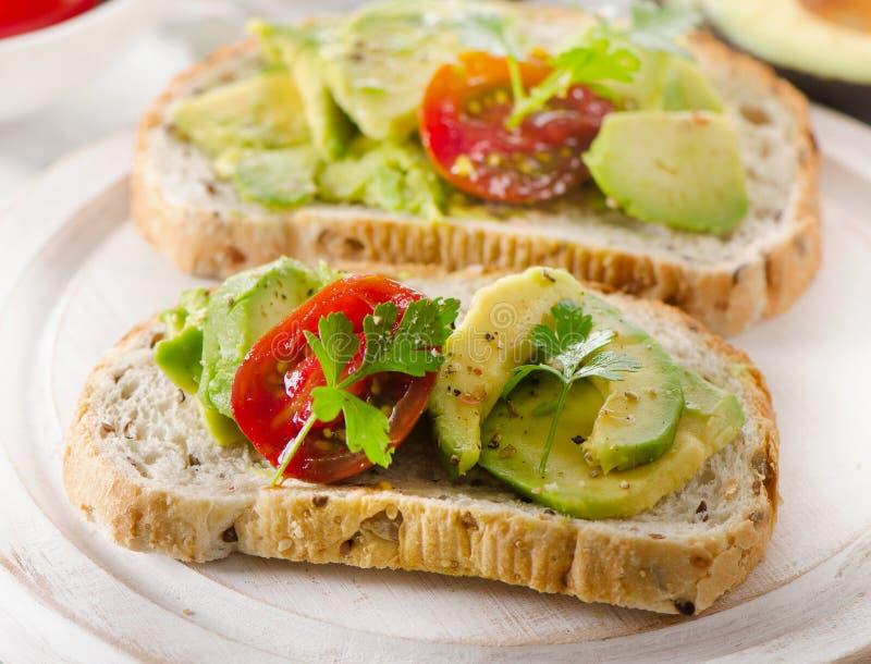 Eigengemaakte gezonde sandwiches met avocado royalty-vrije stock afbeeldingen
