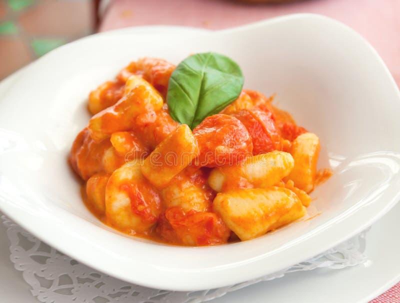 Eigengemaakte gnocchi, Italiaanse aardappeldeegwaren royalty-vrije stock afbeelding