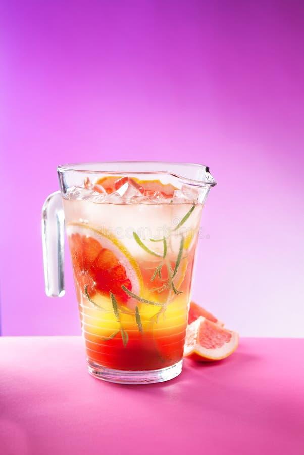 Eigengemaakte Grapefruitlimonade royalty-vrije stock foto's