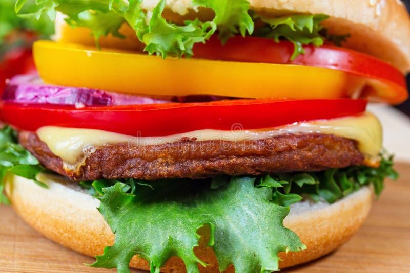 Eigengemaakte hamburger royalty-vrije stock afbeelding