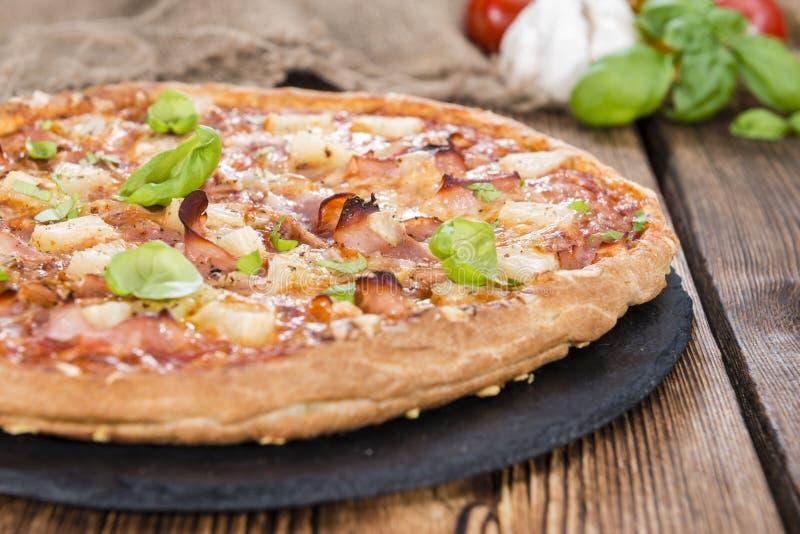 Eigengemaakte Hawaiiaanse Pizza royalty-vrije stock afbeelding
