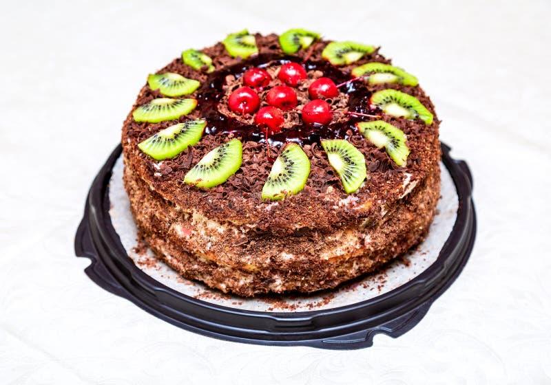 Eigengemaakte heerlijke cake met vruchten stock foto's