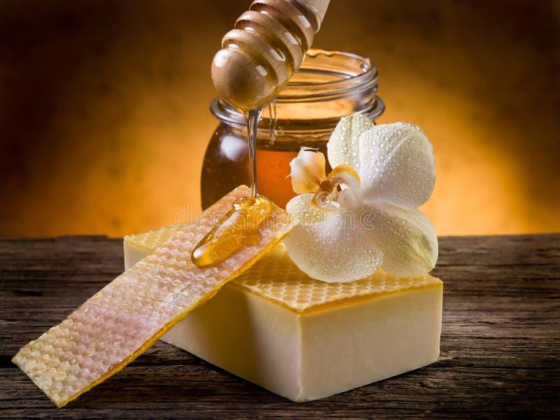 eigengemaakte honingszeep royalty-vrije stock afbeeldingen
