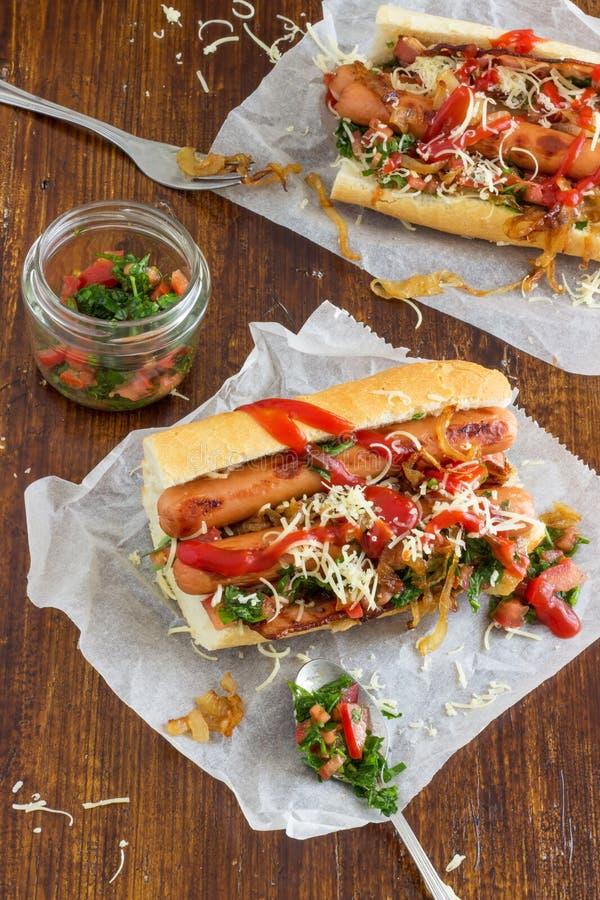 Eigengemaakte hotdogs stock afbeelding