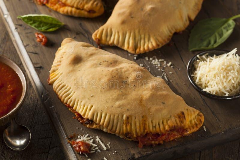 Eigengemaakte Italiaanse Vlees en Kaas Calzones royalty-vrije stock foto's