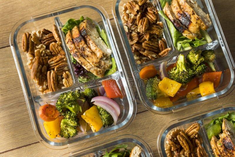 Eigengemaakte Keto Prep Kippenmaaltijd stock foto