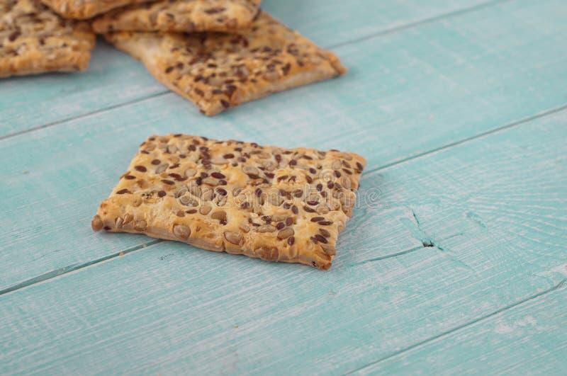 Eigengemaakte koekjes met zonnebloemzaden en lijnzaad stock afbeeldingen