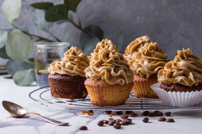 Eigengemaakte koffie cupcakes stock afbeelding