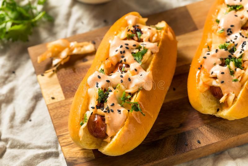 Eigengemaakte Koreaanse Kimchi-Hotdogs royalty-vrije stock afbeelding