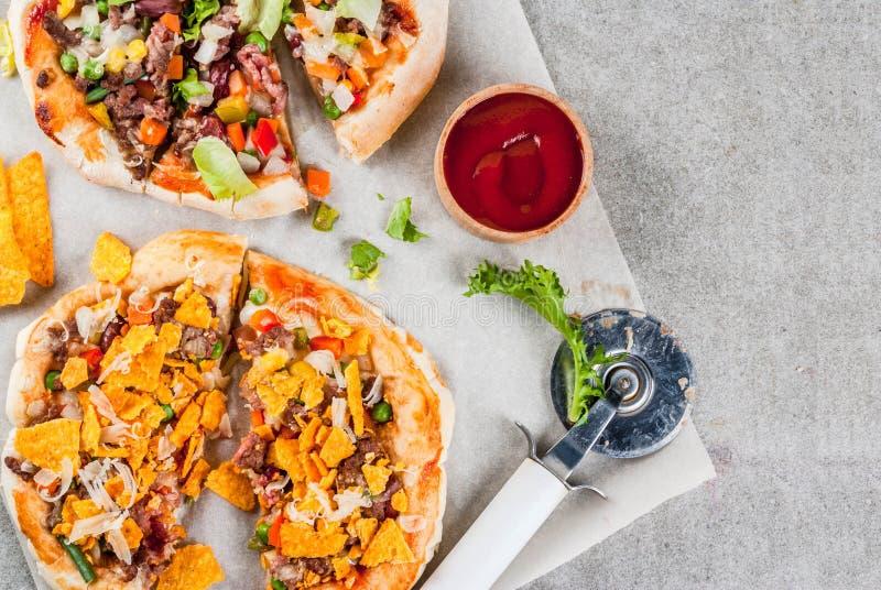 Eigengemaakte Mexicaanse Tacopizza royalty-vrije stock afbeelding