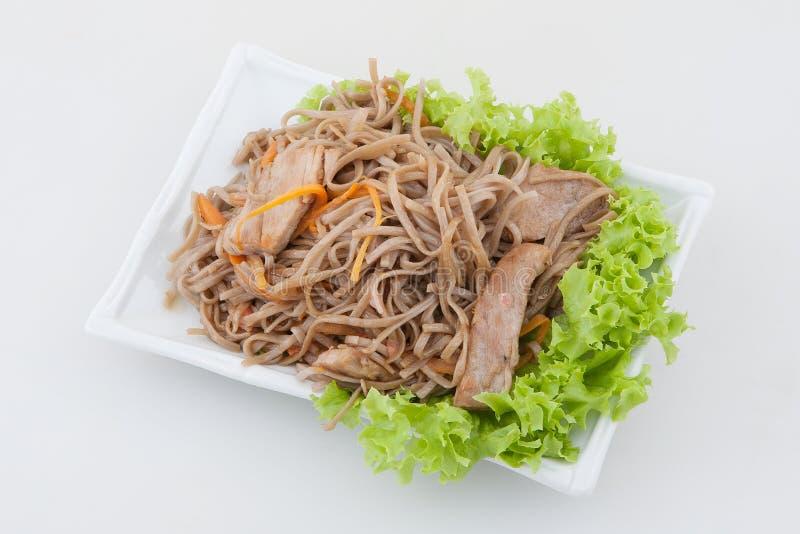 Eigengemaakte noedels met vlees stock afbeeldingen