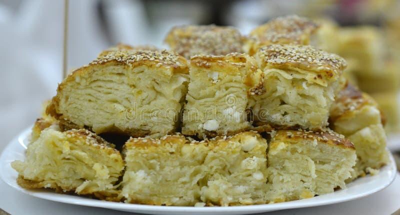 Eigengemaakte Traditionele Macedonische pastei met kaas royalty-vrije stock afbeelding