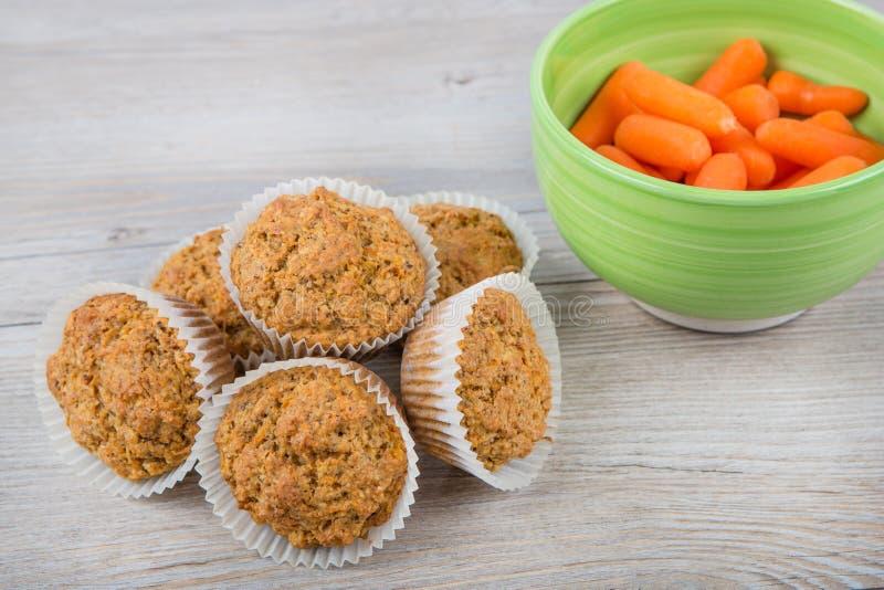 Eigengemaakte wortelmuffins stock fotografie