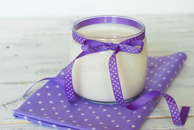 Eigengemaakte yoghurt royalty-vrije stock afbeeldingen