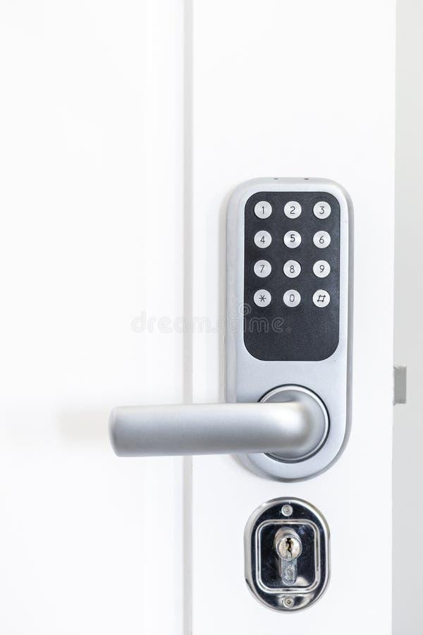 Eigentest in der Tür mit numerischem Code zum Hotel lizenzfreies stockbild