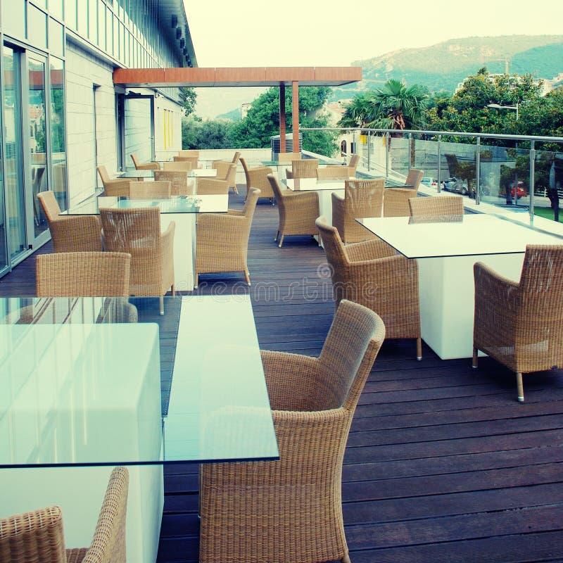 Eigentijds terras in hotel stock foto's