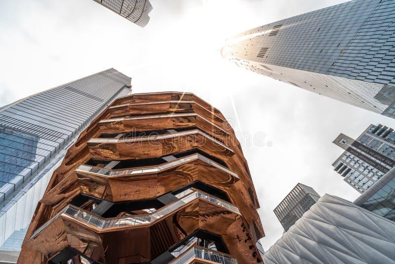 Eigentijdse architecturale bureaugebouwen en het Schip in New York stock afbeeldingen