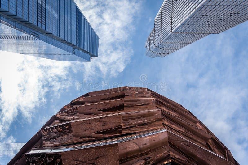 Eigentijdse architecturale bureaugebouwen en het Schip in New York stock afbeelding