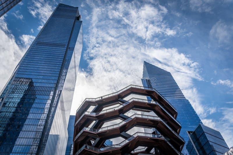 Eigentijdse architecturale bureaugebouwen en het Schip in New York royalty-vrije stock afbeelding