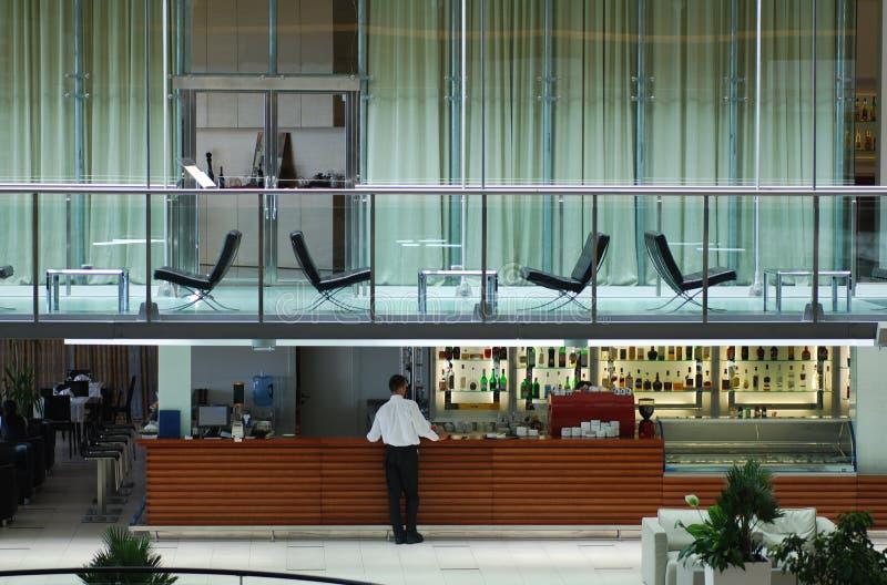 Eigentijdse hotelbar en hal stock fotografie