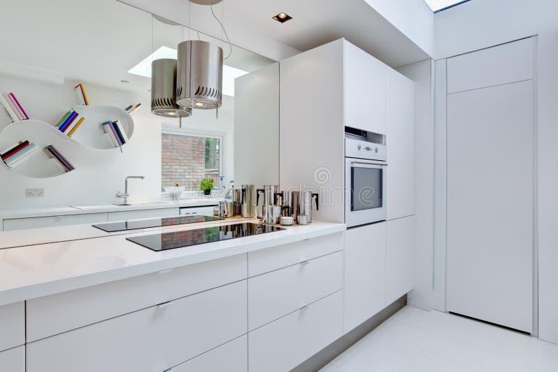 Eigentijdse minimalistische Keuken royalty-vrije stock foto's