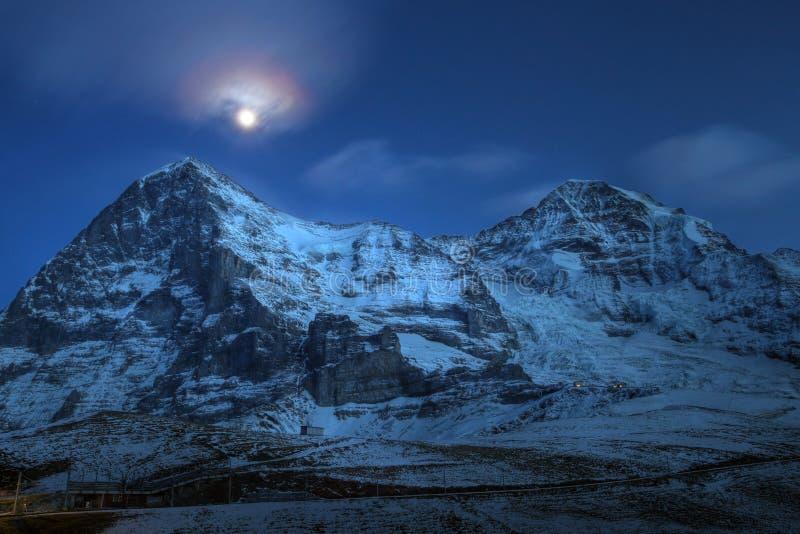 Eiger en Moench bij nacht, Zwitserland stock afbeeldingen
