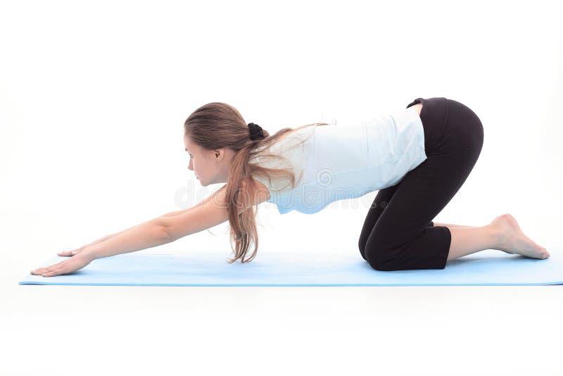 Eignungstrainer, der Übung der Muskeln ausdehnend tut lizenzfreies stockbild