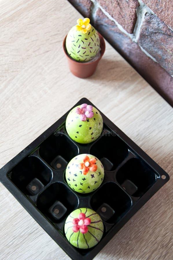 Eijacht cooking Ongebruikelijk idee DIY en met de hand gemaakt Geschilderd ei Gelukkige Pasen Natuurlijke kleurstof Het beeld wor royalty-vrije stock foto