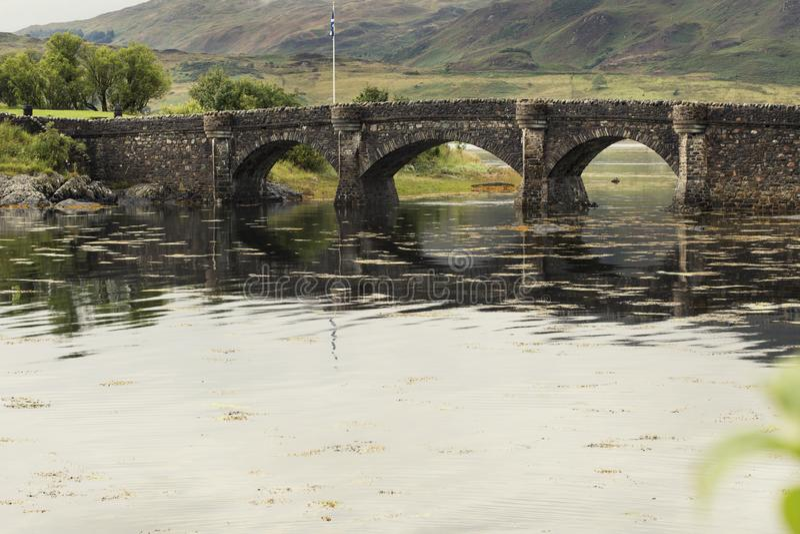 Eilan Donan城堡桥梁加强了在中间1修造的城堡 免版税库存图片