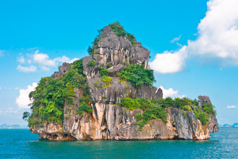 Eiland in Baai Halong royalty-vrije stock foto's