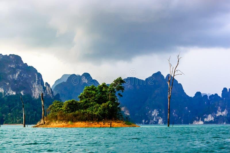 Eiland, Khao Sok National Park royalty-vrije stock fotografie