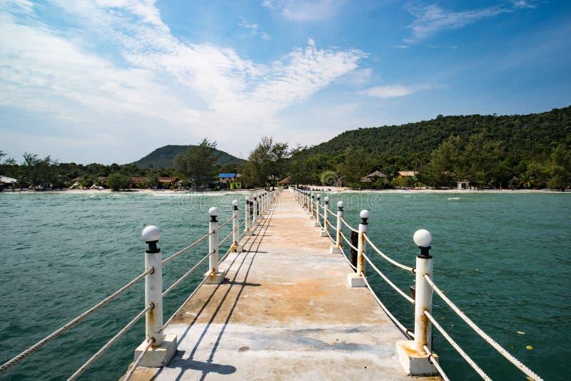 eiland Koh Rong Samloem, Sihanoukville, Pijler op het strand van Koh Rong Samloem-eiland in Kambodja in de Villa Koh Rong van het stock afbeeldingen
