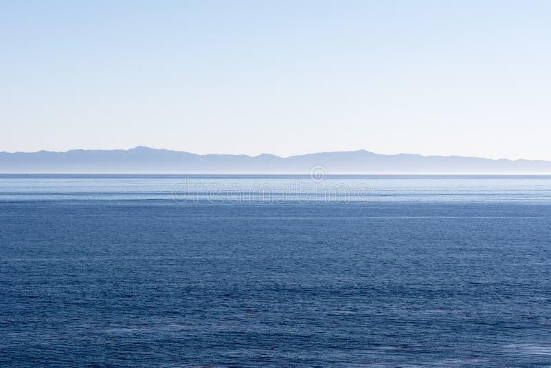 Eiland over oceaan stock afbeelding