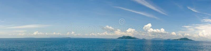 Eilanden in oceaan panoramisch royalty-vrije stock fotografie