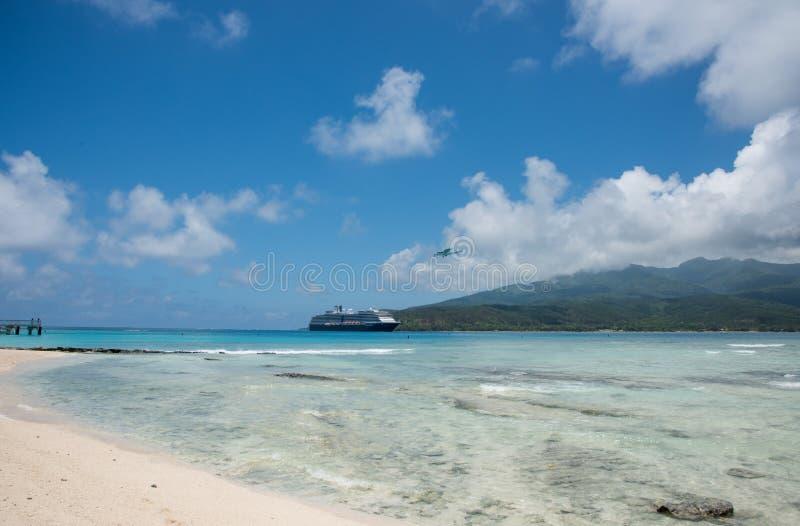 Eilandvervoer: Lucht en Overzees royalty-vrije stock fotografie