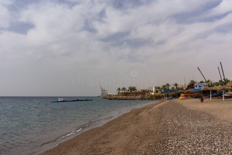 EILAT, ИЗРАИЛЬ - 28-ое марта 2018: сплавляться арендная станция на пляже стоковая фотография rf