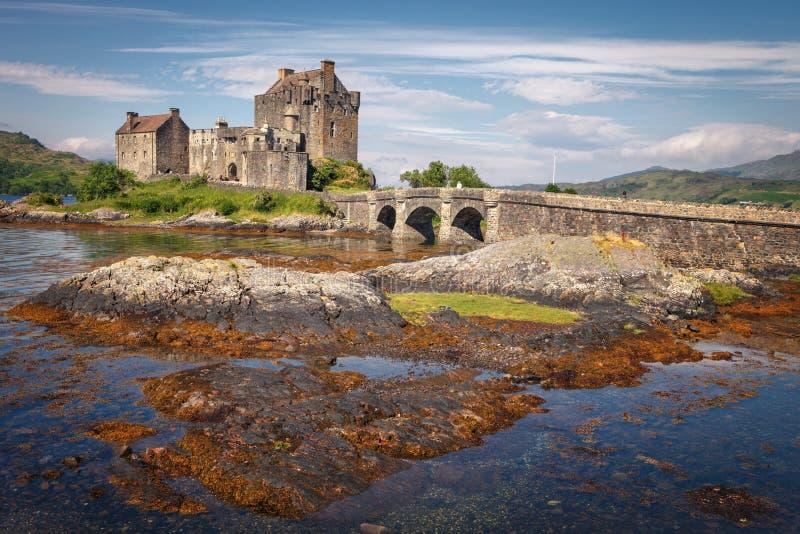 Eilean Donan Castle, à l'entrée du loch Duich, chez Kyle de Lochalsh dans les montagnes occidentales de l'Ecosse, une de plus photos stock